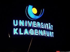 Leuchteinzelbuchstaben mit drehendem und leuchtendem Logo
