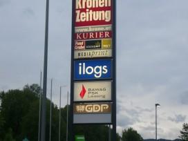Kombination Pylon (10 Meter Höhe) mit beistehender E-Tankstelle